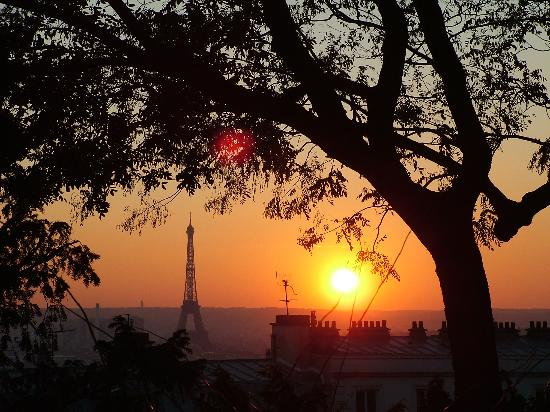 Sunset_behind_the_eiffel_Paris_France.jpg