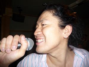 相模湯で歌う男.JPG