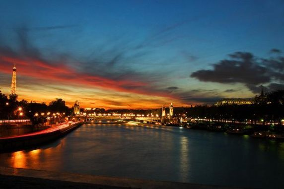large_217890091-1261053311-seine-river-sunset.jpg