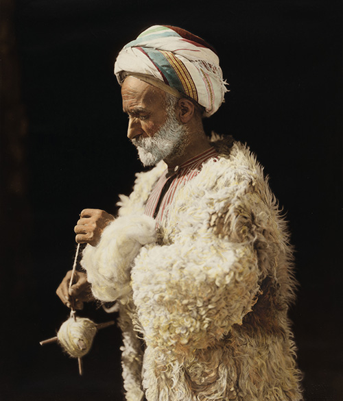 American_Colony,_Ramallah_peasant_spinning_wool_18417-020u.jpg